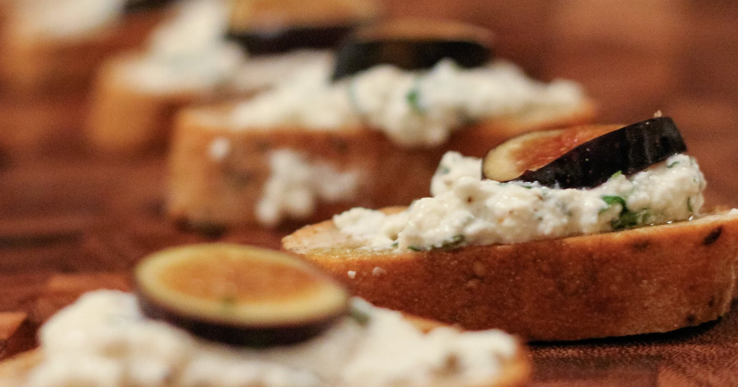 Best Crostini with Herbed Ricotta and Fresh Figs Recipe ...