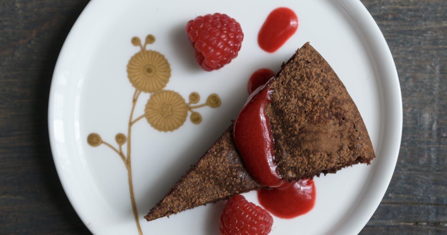 Best Flourless Dark Chocolate Cake With Raspberry Coulis