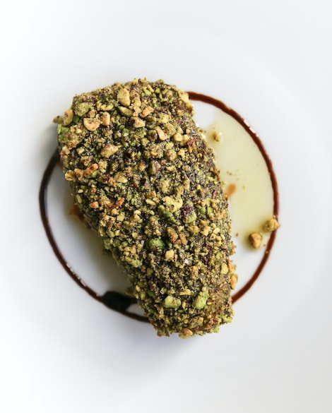 Pistachio-Crusted Tuna with Balsamic-Glazed Red Onions